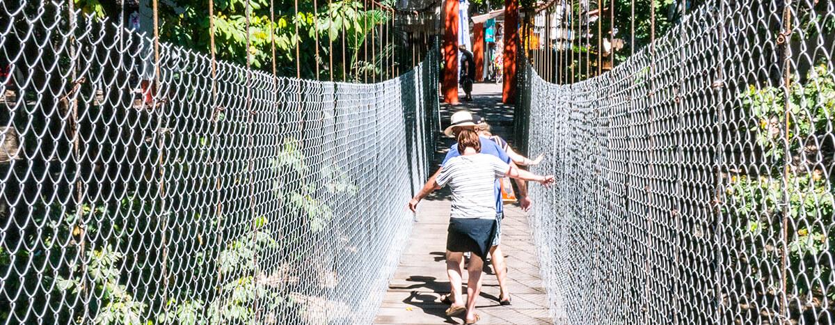 Cruzar los puentes del rio cuale